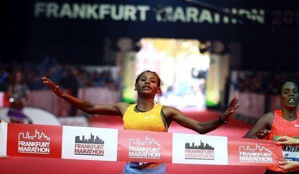 Gulume Tollesa at the Frankfurt Marathon